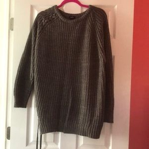 Gray sweater with knot side and top right shoulder